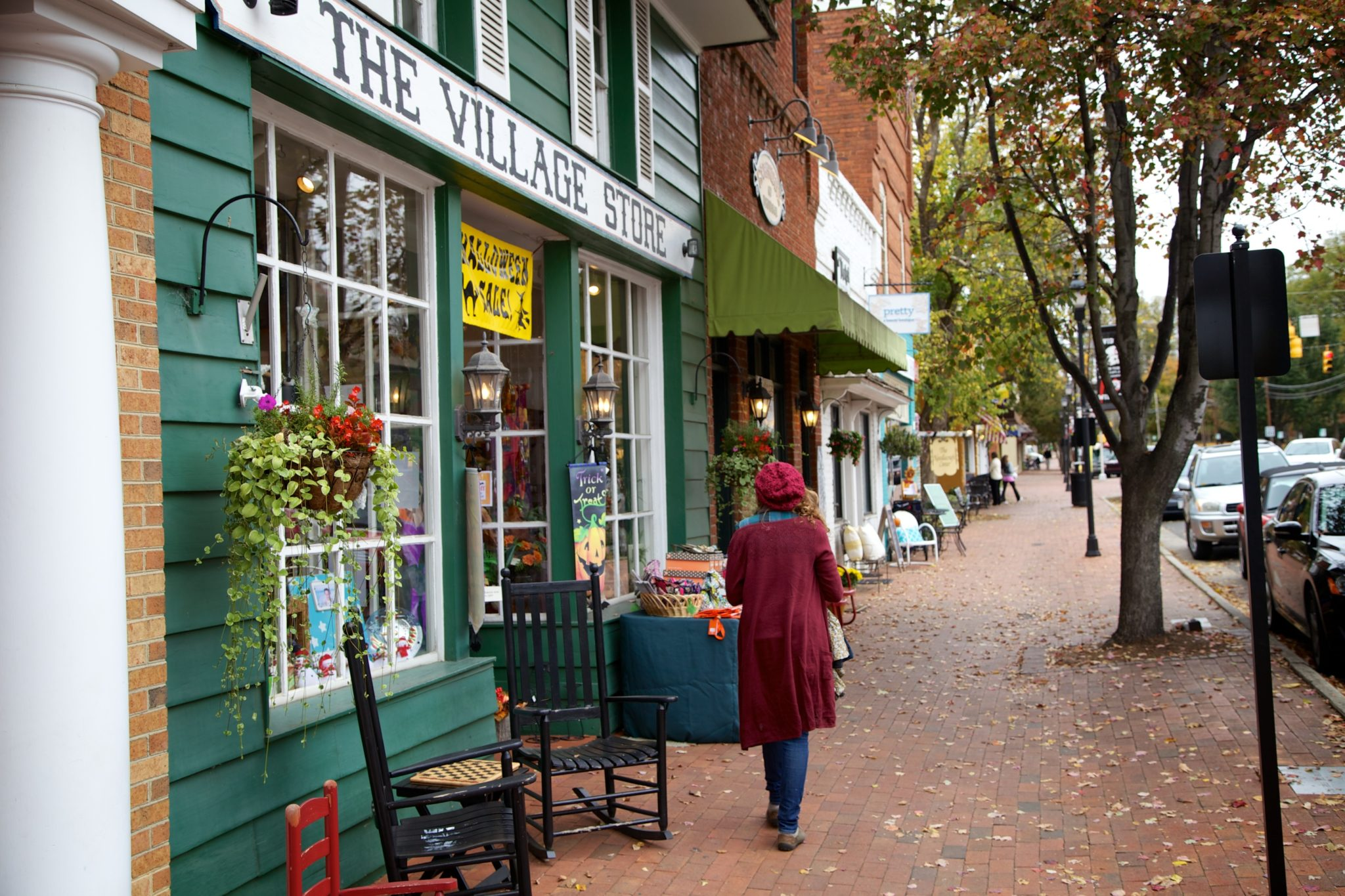 """Little """"Mayberry-esque"""" strip of shops across frm Davidson College"""