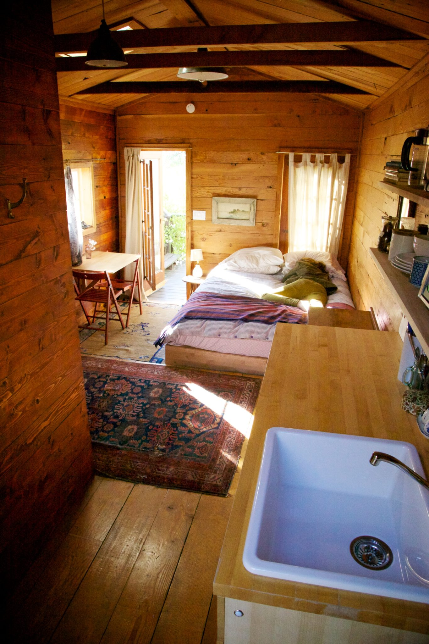 Our Silverlake Airbnb cabin & a snoozing Carissa